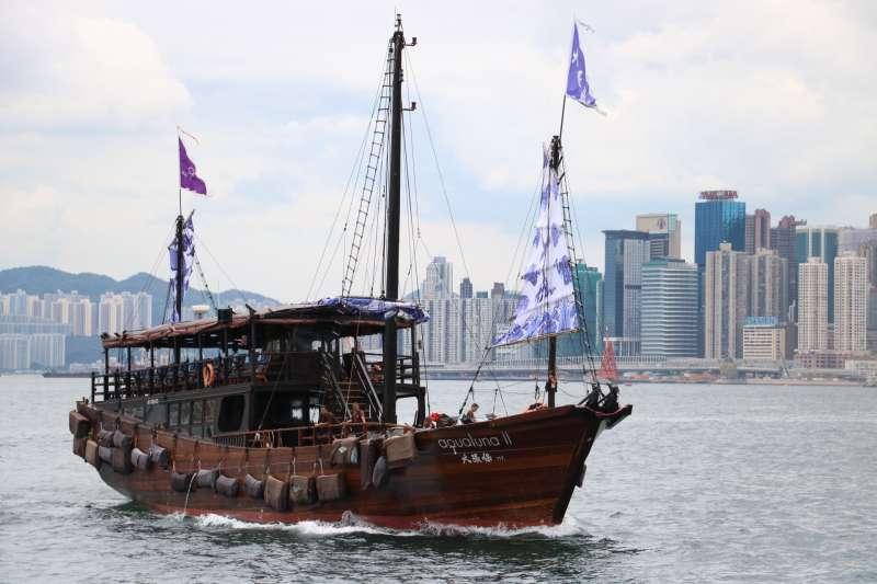 古色古香的中國傳統風格,具有強烈的東方色彩,吸引許多外國遊客親身體驗乘船的樂趣。