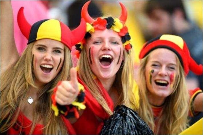 比利時舉國上下掀起足球瘋,球迷們也以代表比利時國旗的黑黃紅配色大力聲援。