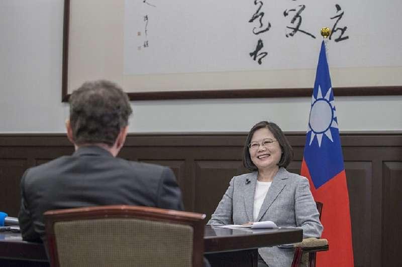 蔡英文總統接受法新社專訪,呼籲全球制約中國。(總統府官網)