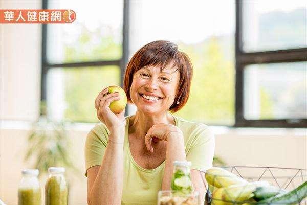 想使用「黃金8小時減肥」,還要維持規律作息、均衡飲食。(圖/華人健康網)