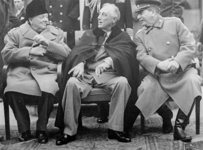 1945年雅爾達會議,世界三大強權領袖美國總統羅斯福、英國首相邱吉爾和蘇聯人民委員會主席史達林會面。(美聯社)