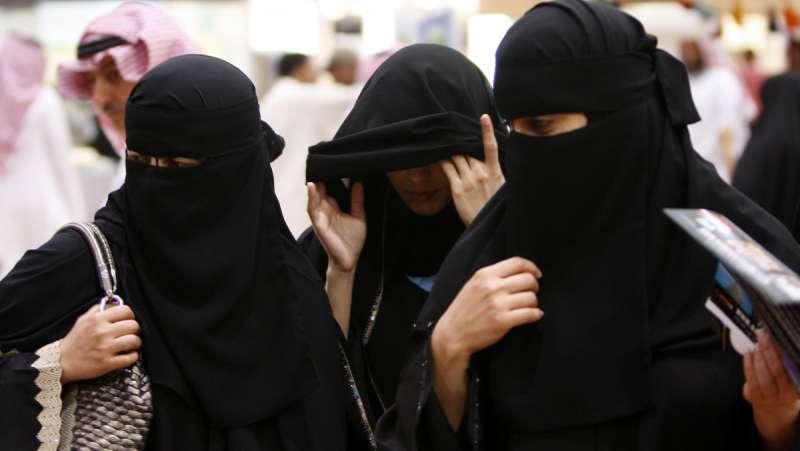 沙烏地阿拉伯王儲穆罕默德推動改革,希望讓更多女性投入就業市場,然而沙國女性在生活中仍舊面對重重限制(美聯社)