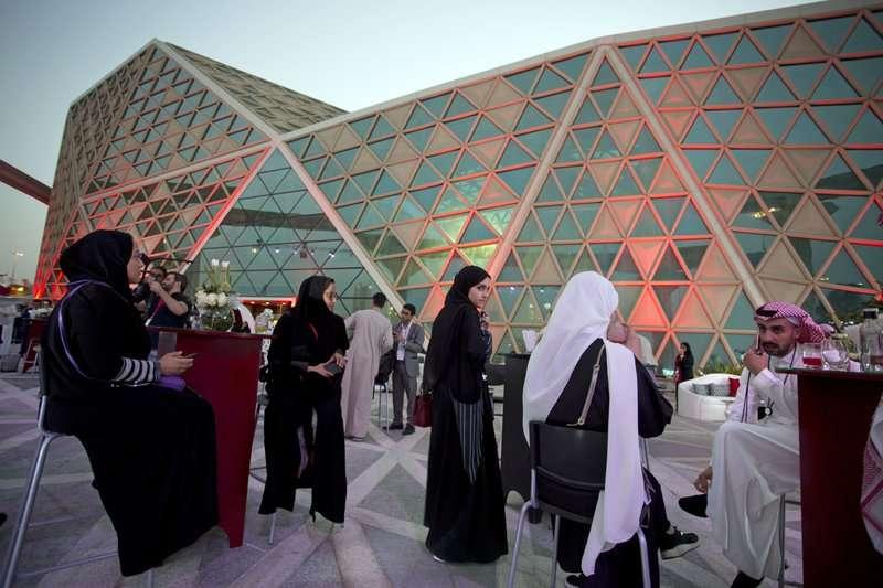 沙烏地阿拉伯的女性也可以到電影院欣賞電影(美聯社)