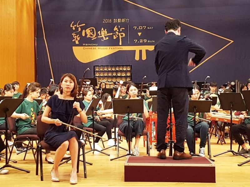 竹市在地二胡演奏家吳宜芳演出二胡名曲「心香」。(圖/方詠騰攝)