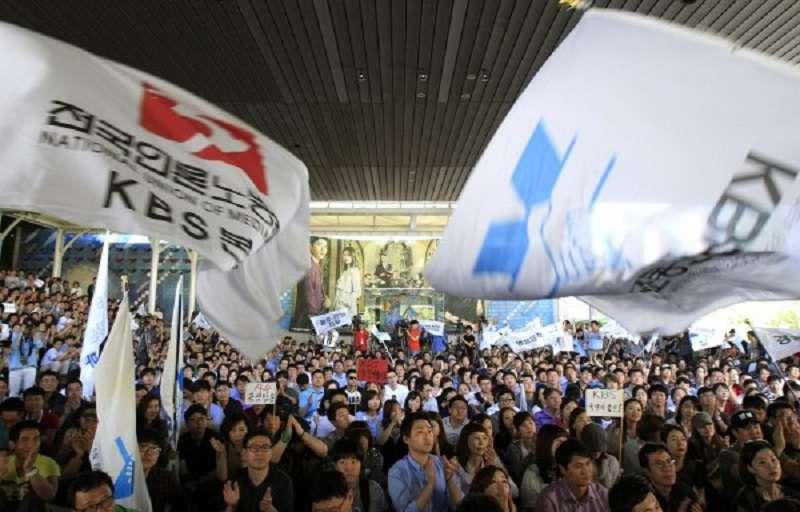 南韓的兩大公營媒體MBC和KBS罷工。(美聯社)