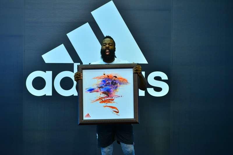 年度MVP哈登於今日訪台,並於Adidas 101球場舉辦記者會。 (金茂勛攝)