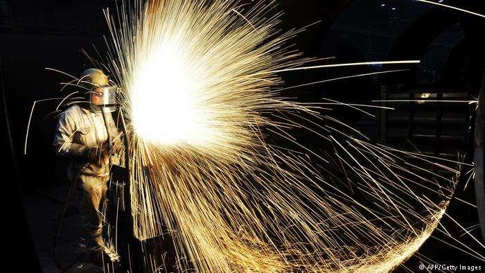 3月8日,美國總統川普(Donald Trump)簽署公告,對進口鋼鐵和鋁產品徵稅。(德國之聲)