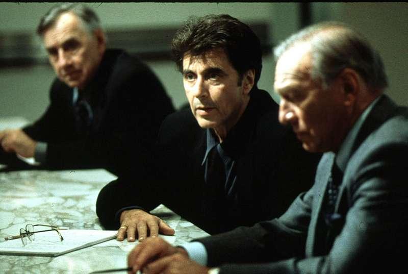 1999年電影《驚爆焦點》以揭發美國菸草公司黑幕為背景,描寫媒體如何力抗強勢體制讓真相浮上檯面。(圖/IMDb)