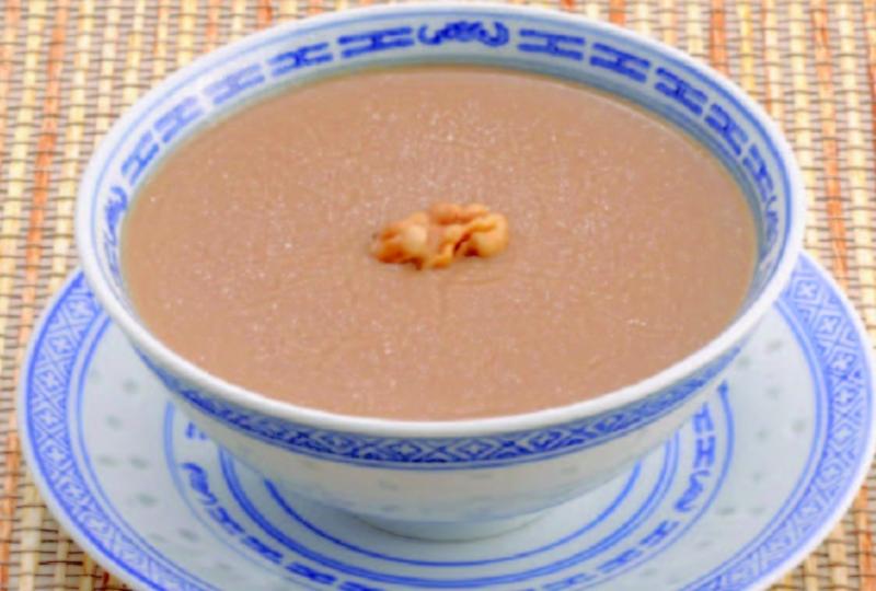 合桃糊綿滑香濃,是許多饕客的最愛,且合桃富含微量元素,可滋陰補腎還能防止衰老。(圖/取自維基百科)