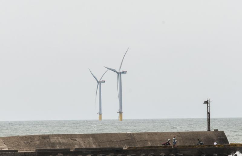 上緯在2017年正式商轉兩架離岸風電示範機組8MW。(圖/取自高雄國際海事展,數位時代提供)