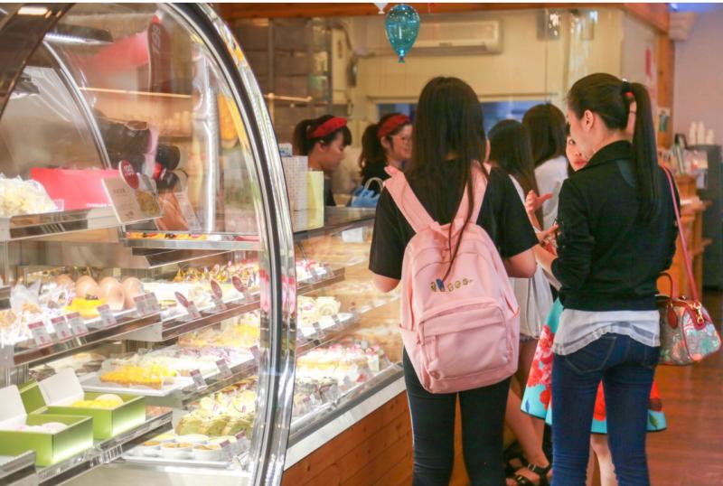 相比於傳統門市,YTM這樣的自動蛋糕提領機台可以幫助亞尼克加快拓點速度。(圖/賀大新攝影,數位時代提供)