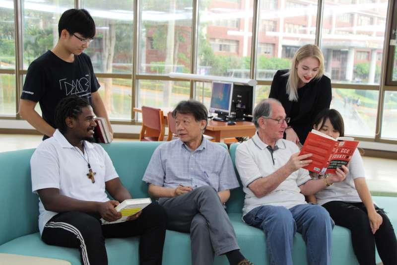 來自多元地域和文化的多國學生共同學習,校園宛如地球村。(圖/義守大學提供)