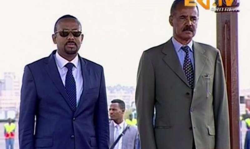 衣索比亞總理阿比(左)與厄利垂亞總統伊薩亞斯(AP)