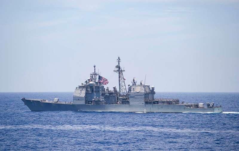 美國伯克級驅逐艦穿越台海,北京只能對台喊話不要幫美國。(翻攝自Uss Benfold臉書)