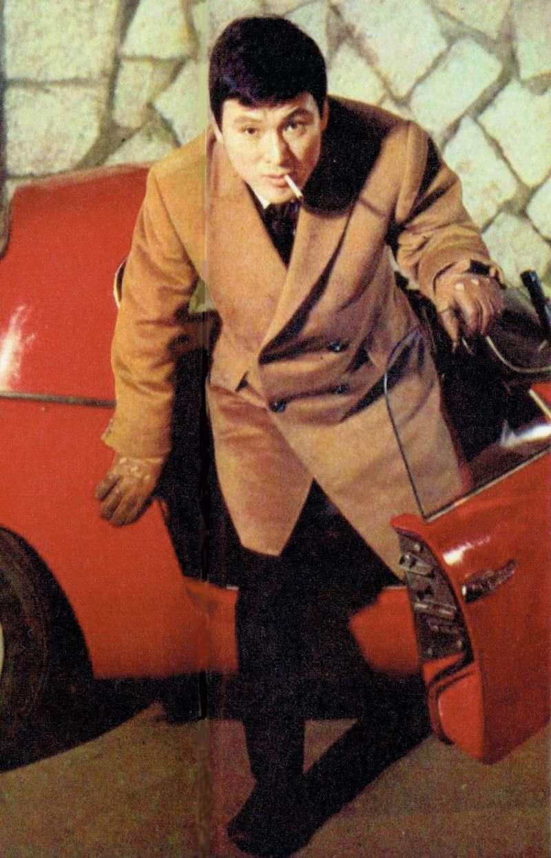 伊丹十三。(圖片來源:婦人生活社 撮影者不明 (婦人生活社『婦人生活』2月号(1966)より) [Public domain], via Wikimedia Commons)