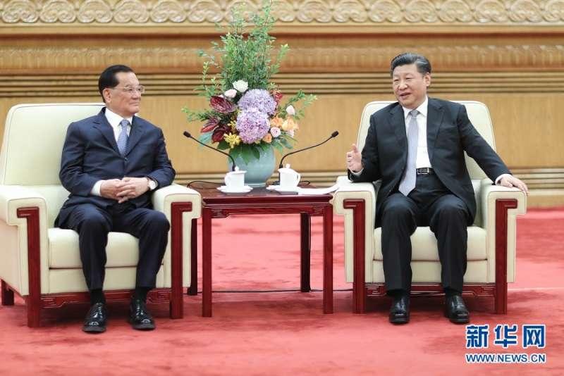 2018年7月13日,中共中央總書記習近平在北京人民大會堂會見中國國民黨前主席連戰。(新華社)