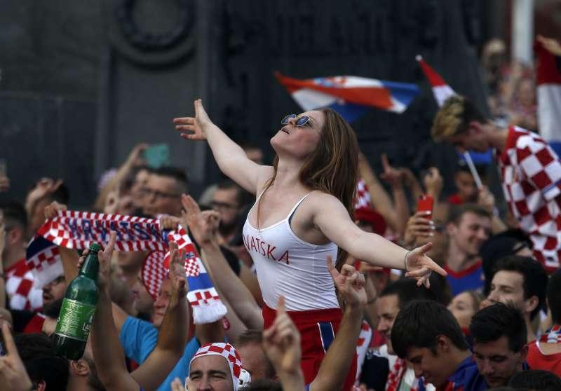 FIFA擬減少電視轉播的美女鏡頭,遭批性別歧視。(美聯社)