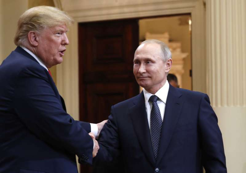川普與普京舉行「雙普會」,外界關注焦點依舊是俄羅斯干預美國大選(AP)