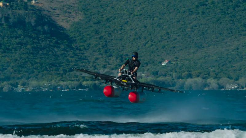 機身搭配兩個浮筒和八個旋轉翼,有降落在水面上的能力。(圖/Kitty Hawk,數位時代提供)