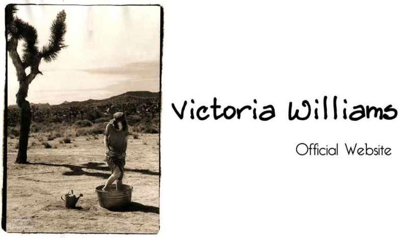 聽那些女孩唱歌。http://www.victoriawilliams.net/