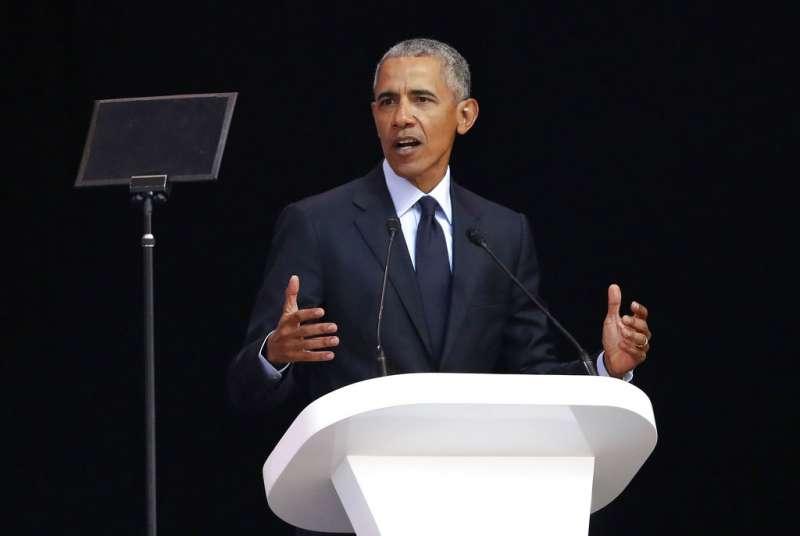 2018年7月17日,美國前總統歐巴馬在南非發表演說,紀念人權鬥士、前南非總統曼德拉百歲冥誕。(AP)