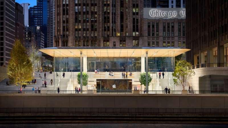 台北的蘋果旗艦店,造型跟去年在美國芝加哥開幕的旗艦店「Apple Michigan Avenue」(如圖)非常類似。(圖/Apple)