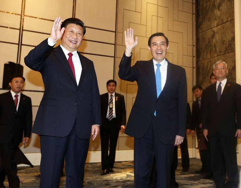 習近平(左)與馬英九(右)會面時,北京政府事實上處於內外緊繃環境。(林瑞慶攝)