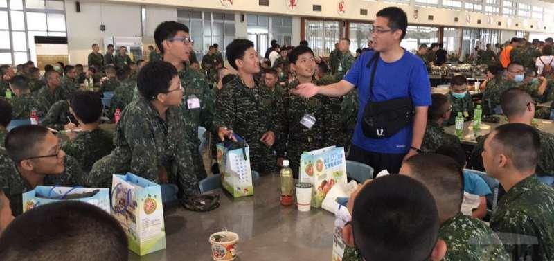 20180719_瑞芳高工教官室到陸軍官校,了解該校畢業同學在入伍訓狀況。(取自軍聞社)