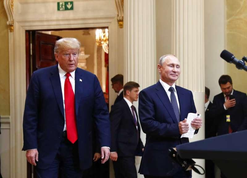 2018年7月16日,美國總統川普在芬蘭赫爾辛基會見俄羅斯總統普京,舉行「雙普會」。(AP)