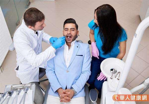 牙周病是全身性疾病的催化劑,對男性而言,會增加勃起功能障礙風險。(圖/華人健康網)