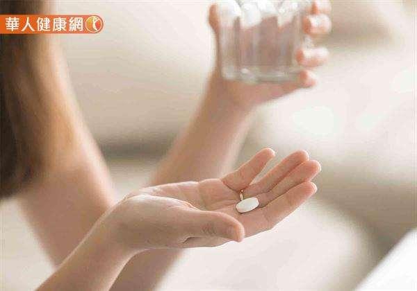 白開水才是最好的藥物配服選擇!(圖/華人健康網提供)
