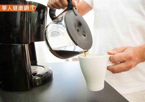 除了咖啡,各式茶類、巧克力等含咖啡因飲品,都是服藥時該遠離的飲料。(圖/華人健康網提供)