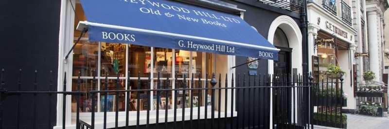在紙本式微的年代,倫敦老字號書店G. Heywood Hill開始轉型提供「幫你挑書」,甚至是「幫你建圖書館、圖書室」的服務,且售價不菲。(圖/截自G. Heywood Hill官網)