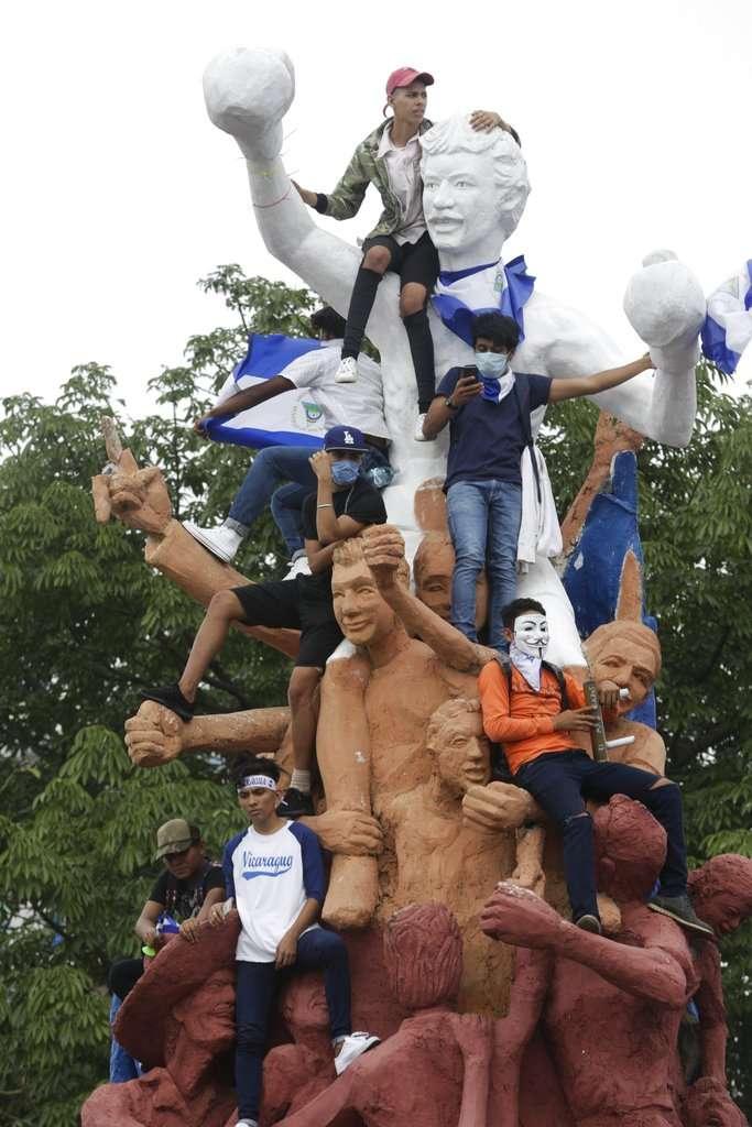 2018年7月23日,尼加拉瓜反政府示威,抗議者要求總統奧蒂嘉下台。(AP)