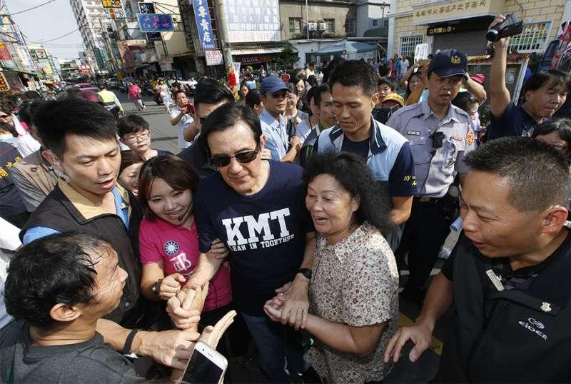 馬英九在高雄的私人行程變成滿滿的助選邀約。(郭晉瑋攝)