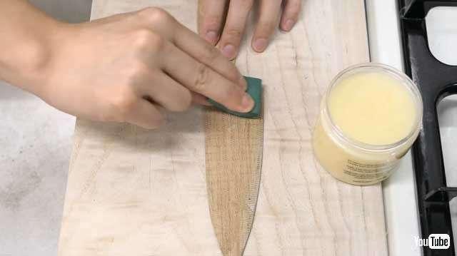 日本神人竟用亞馬遜瓦楞紙箱製作刀子4。(圖/翻攝自YouTube  智慧機器人網提供)