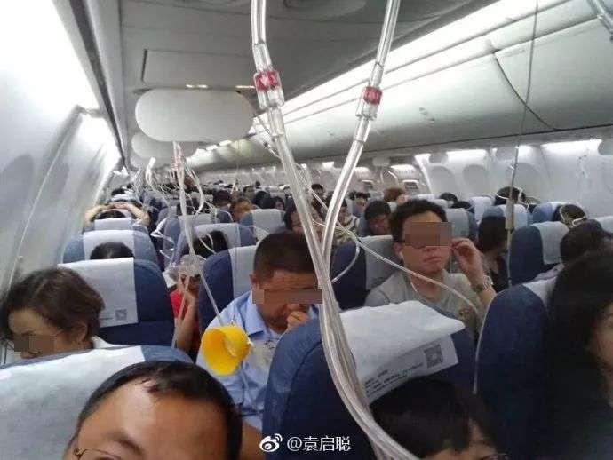 機艙掉落氧氣罩(圖/愛范兒提供)