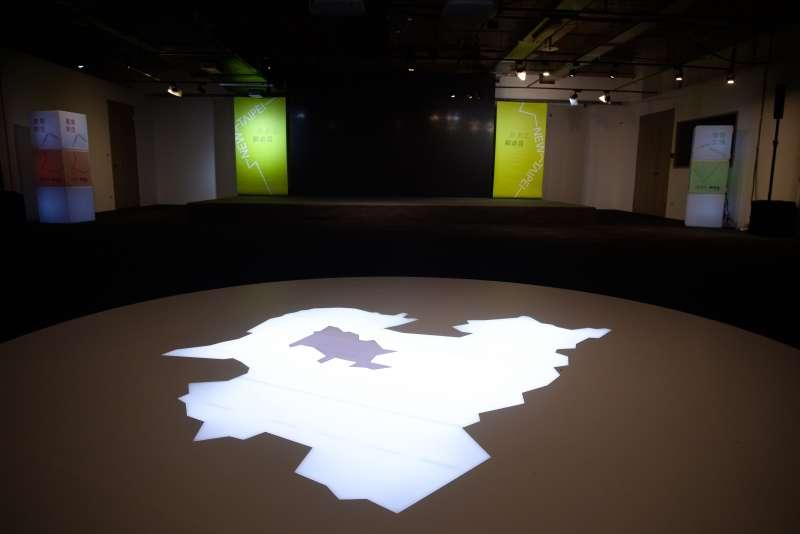 20180727-蘇貞昌辦公室設計團隊專訪,與新北做為「環形城市」相呼應的環形演講廳。(甘岱民攝)