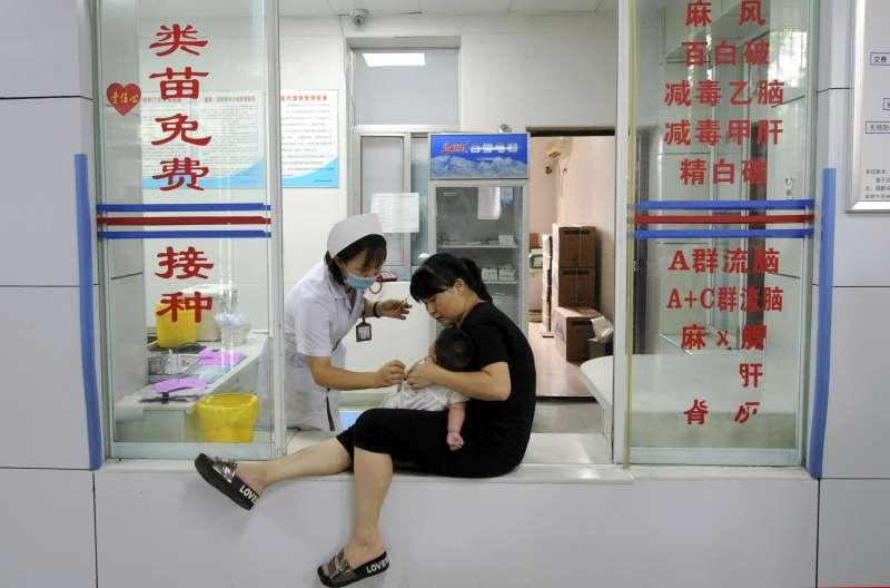 中國國產疫苗出現品質控管危機,民眾人心惶惶(AP)