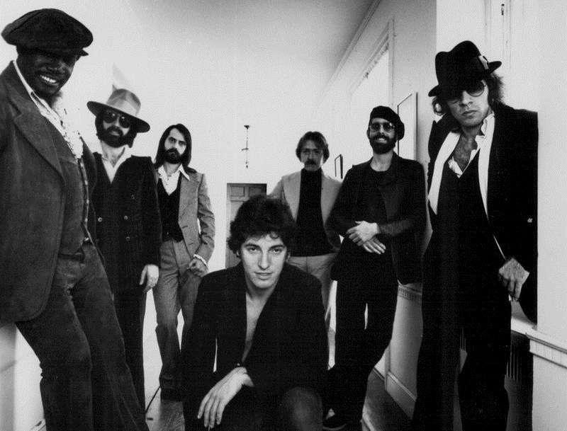 1977年,史普林斯汀和東街樂團。(維基百科)
