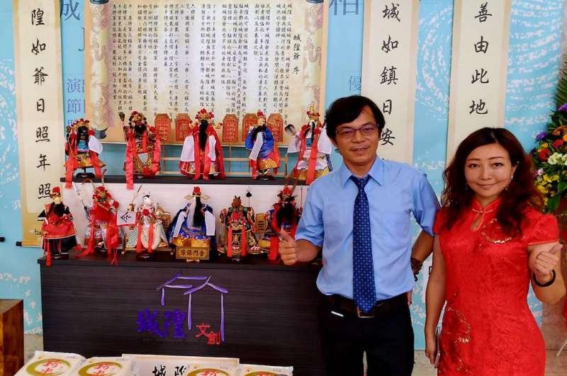 陳勇致收藏現值達上千萬元的布袋戲偶,背後靠太太王慕椏全力支持。(圖/方詠騰攝)