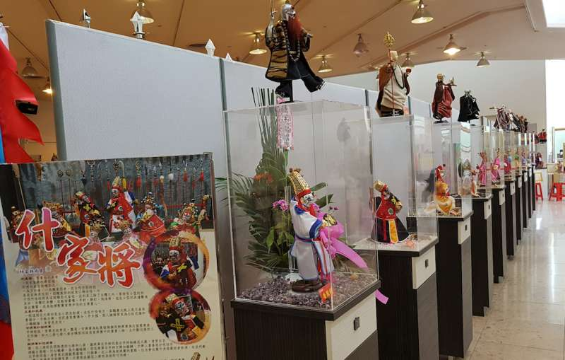 「全國布袋戲偶文創藝展」展出300尊獨一無二的收藏戲偶。(圖/方詠騰攝)