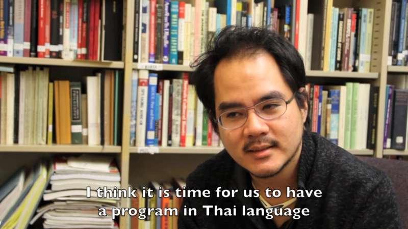 泰裔華籍的哈佛大學人類學博士王光亮(Non Arkaraprasertku)(左)(YouTube)
