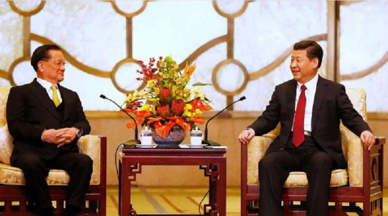 2014年連習會時,連戰曾當面請習近平支持台中市申辦東亞青運。(新華社)