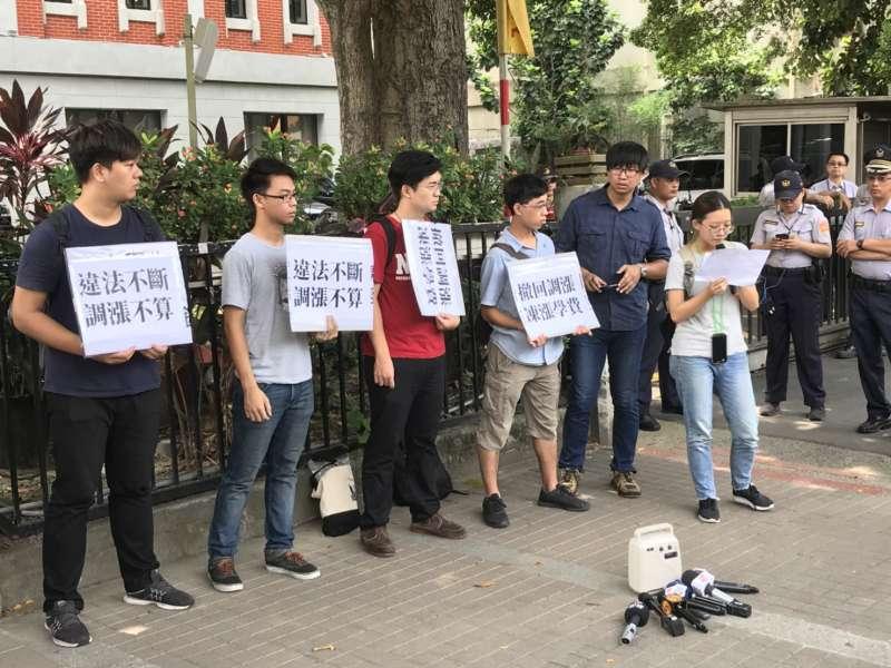 20180802-反教育商品化聯盟與中興大學學生今(2)日上午於教育部前召開記者會。(吳尚軒攝)