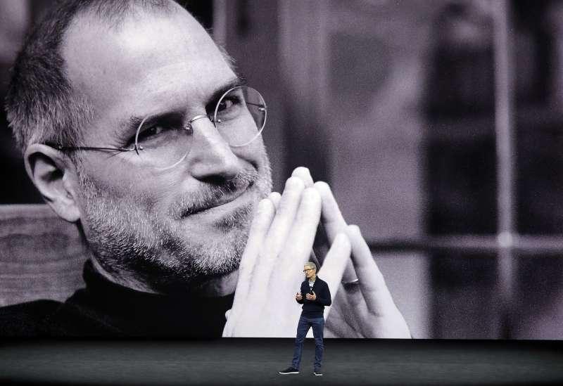蘋果,賈伯斯與庫克,2017年9月12日(AP)
