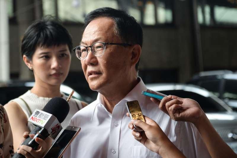 20180804-第九屆台北市各界模範父親表揚大會,國民黨台北市長候選人丁守中接受媒體採訪。(甘岱民攝)