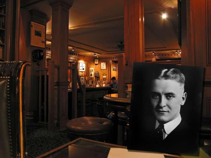 法國巴黎麗茲旅館內的海明威酒吧(Pablo Sanchez@Wikipedia / CC BY 2.0)
