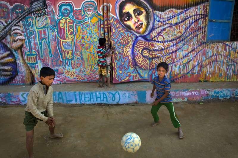 羅興亞難民孩童克服創傷、重展笑顏。(AP)