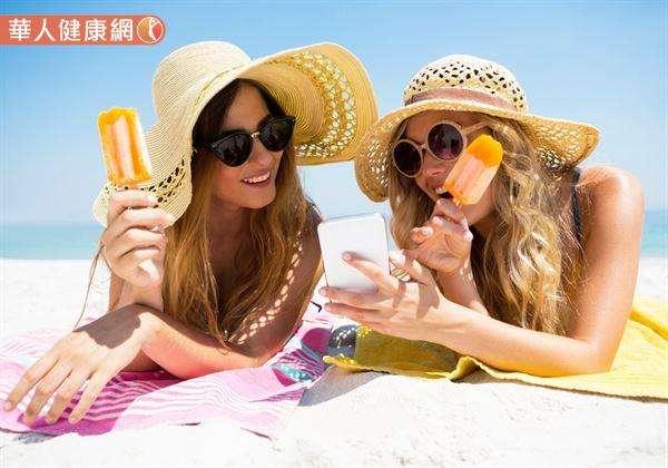 溽暑盛夏,氣溫持續飆高,吃冰防降溫中暑,小心上火更燥熱。(圖/華人健康網)